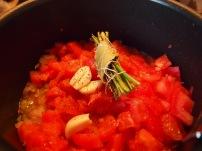 Tomates concassées et garniture aromatique