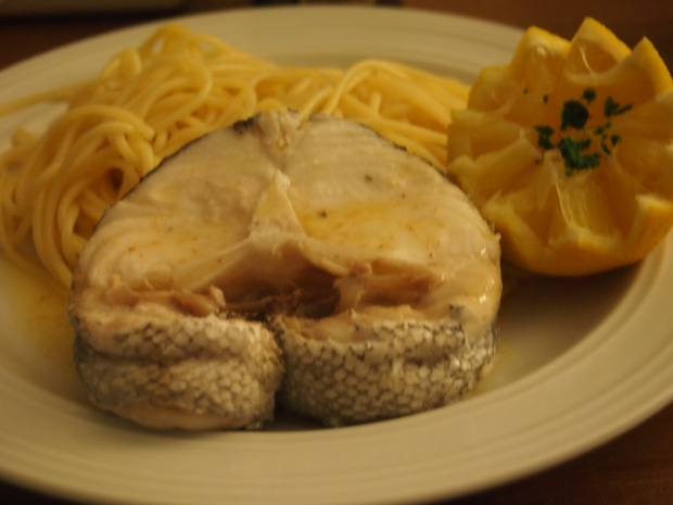 Darnes de colin pochées, beurre fondu